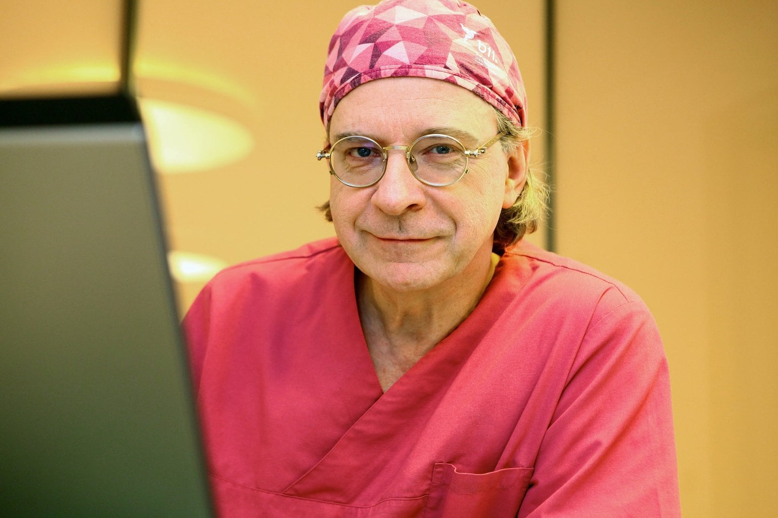 Bleaching Frankfurt, Implantologie Frankfurt, Parodontologie Frankfurt, Professionelle Zahnreinigung Frankfurt, Veneers Frankfurt
